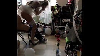 Se puso el vestido de NOVIA de cuando se CASO y la muy zorrita se dejo coger por su vecino por puro despecho!