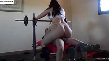 Ella hacia ejercicio, pero yo quería coger y ve que rico la pasamos!
