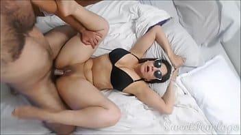 Tremenda PERRITA, hace una mamada fenomenal y coge por el CULO!