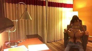 Mi NOVIA se va al hotel y se coge a un desconocido!