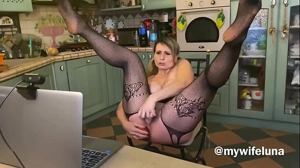 I satisfy a fan of mine on webcam with an anal show