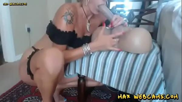 Mommy Is A Complete Slut On Webcam